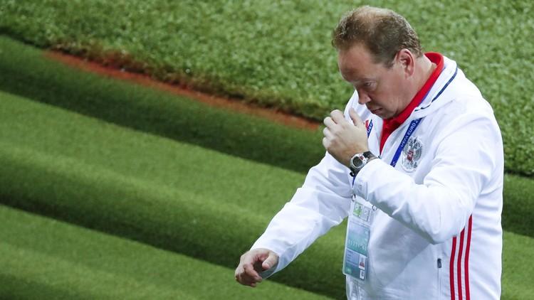 رسميا .. مدرب منتخب روسيا يترك منصبه