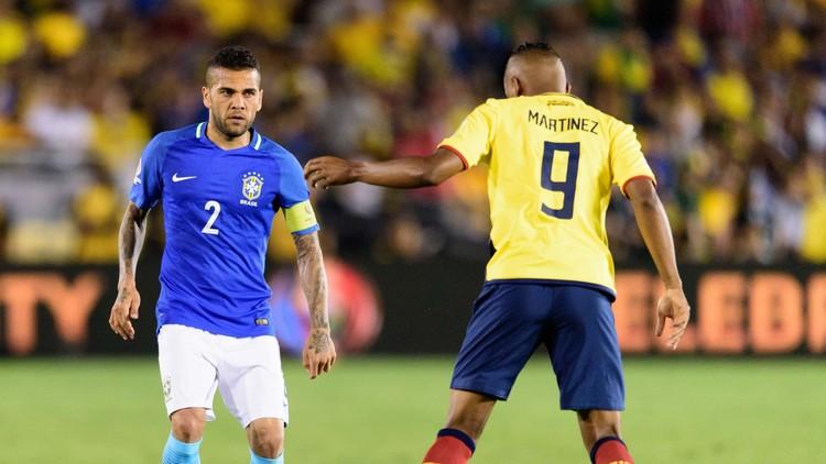 البرازيلي ألفيس يدخل القائمة السوداء الإسبانية