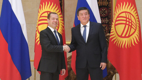 رئيس الوزراء الروسي دميتري مدفيديف ونظيره القرغيزي سورونباي جانبيكوف
