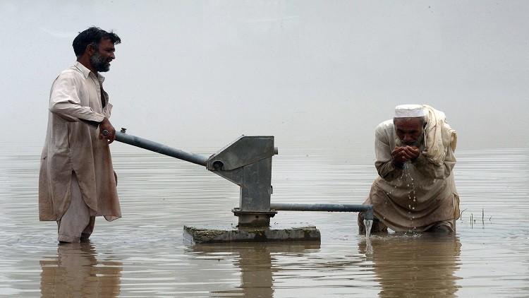 مصرع 33 شخصا جراء الفيضانات في باكستان