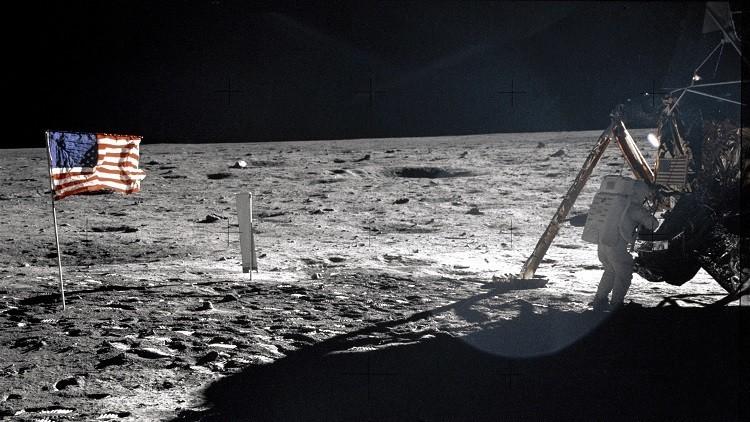 الخبر اليقين عن وصول الأمريكيين إلى سطح القمر!