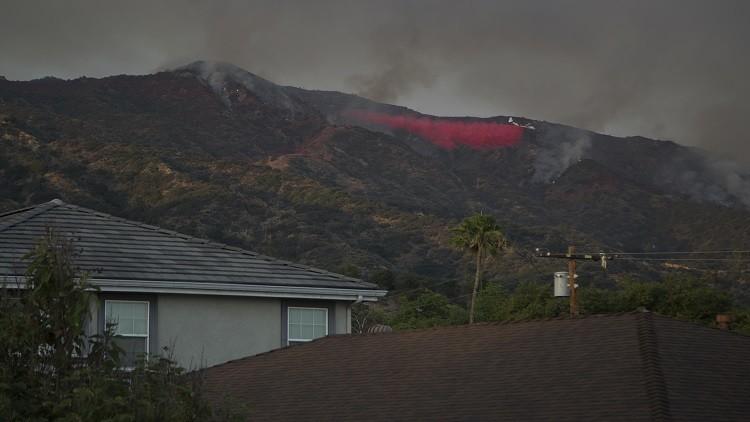 الحرائق مستمرة في كاليفورنيا