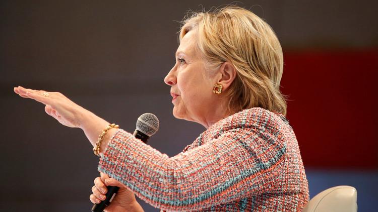مكتب التحقيقات الفيدرالي يستجوب هيلاري