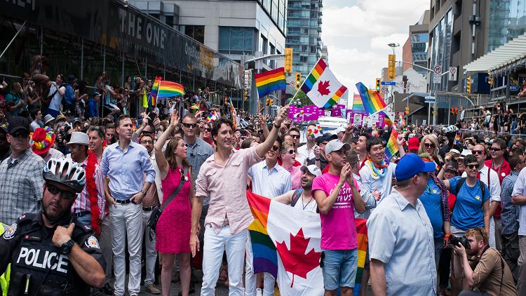 احتراما للمثليين.. كندا تبحث عدم تحديد الجنس في بطاقات الهوية