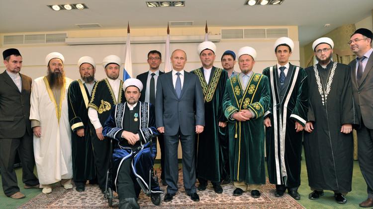 بوتين يهنئ المسلمين بحلول عيد الفطر المبارك