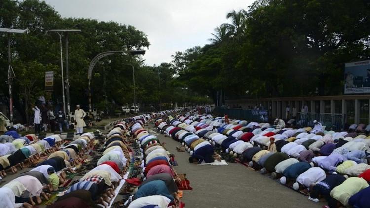 مقتل ضابط بهجوم على مصلين في بنغلاديش