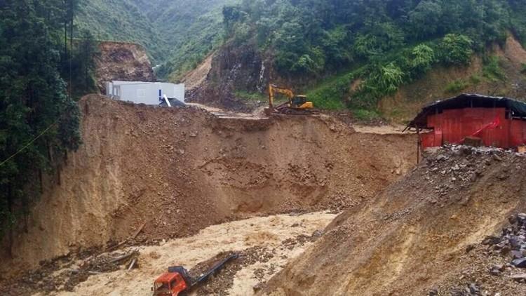 35 قتيلا بانهيار أرضي في الصين