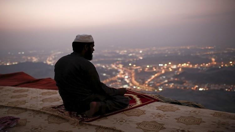 صحيفة إماراتية: سعوديون يدعون للتحرر من الإسلام