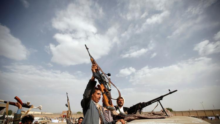 قذائف على السعودية.. والتحالف يرد على الحوثيين في حرض وميدي