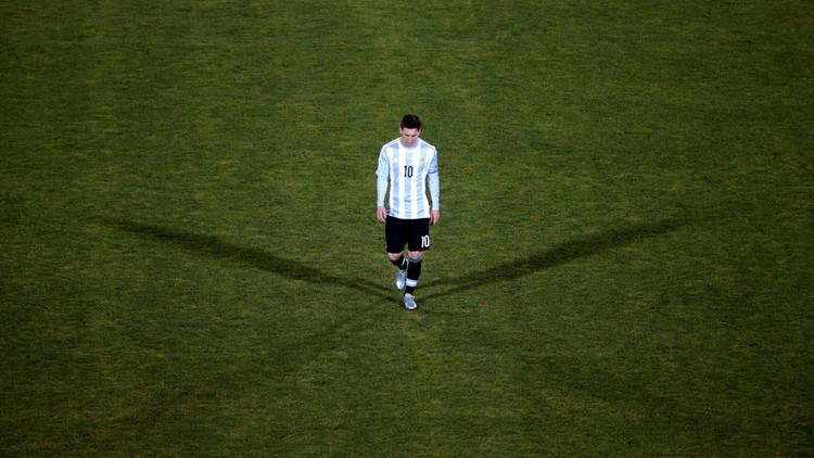 ميسي يصاب باكتئاب ويريد الرحيل عن برشلونة