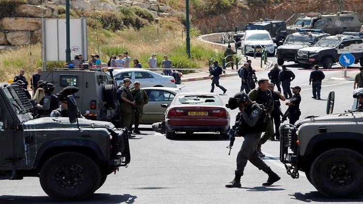 إسرائيل تواصل حصار الخليل وسط مداهمات واعتقالات