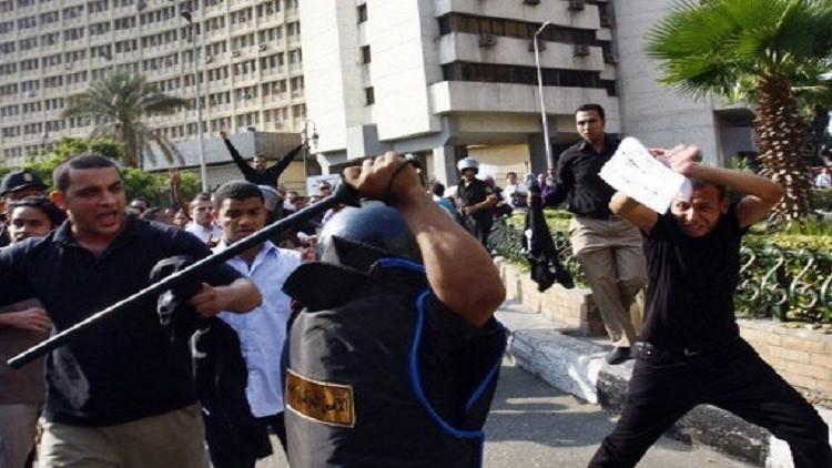 سجن 6 شرطيين مصريين ضربوا مواطنا حتى الموت