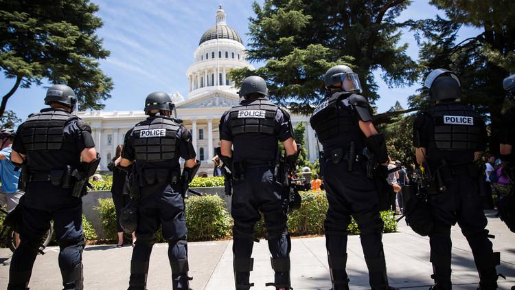 إطلاق نار عند الكونغرس واعتقال مسلحين