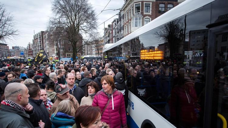 استطلاع: الأوروبيون يربطون تدفق اللاجئين بخطر الإرهاب