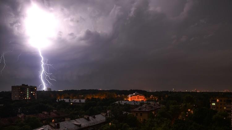 هبوب عاصفة رعدية غير مسبوقة على موسكو