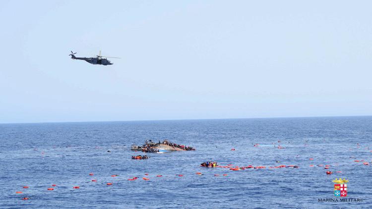 إيطاليا تنتشل بقايا جثث 450 مهاجرا غرقوا العام الماضي