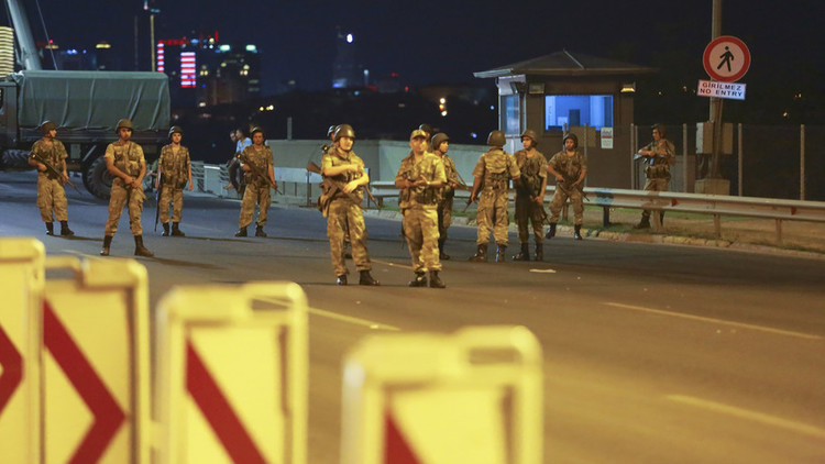 بعد إعلان الجيش التركى تسلمه لزمام الحكم فى البلاد أردوغان يدعو الشعب للنزول إلى الشو coobra.net