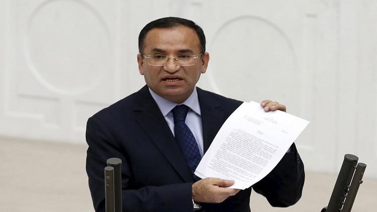 البرلمان التركي يعقد جلسة طارئة بعد محاولة الانقلاب