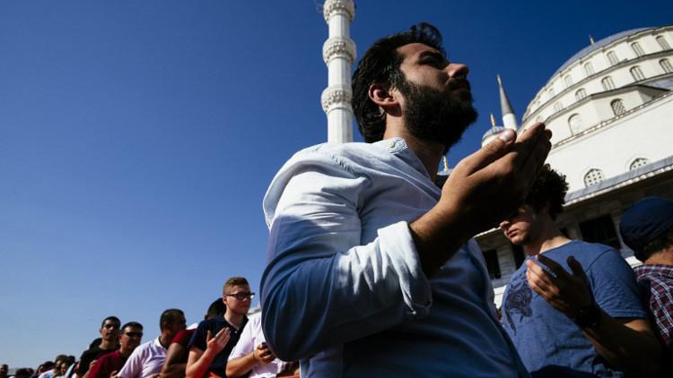 رجل دين مسيحي: أئمة المساجد في تركيا دعوا لدعم أردوغان