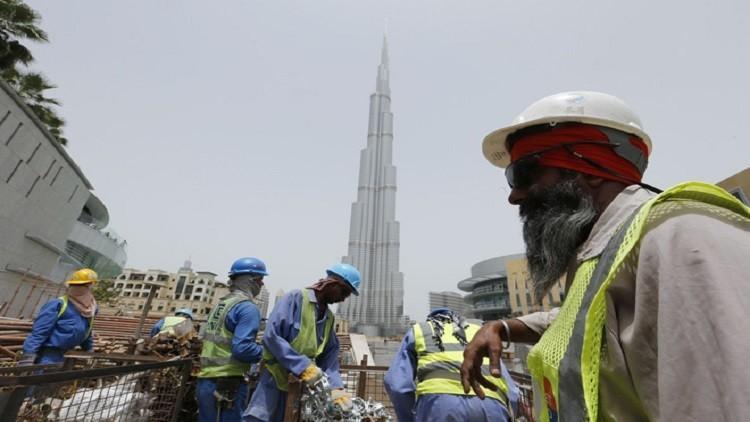 الإمارات تلزم الشركات بتوفير مسكن لعمالها