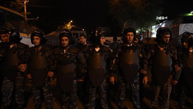 أرمينيا.. أزمة الرهائن في يريفان في مأزق