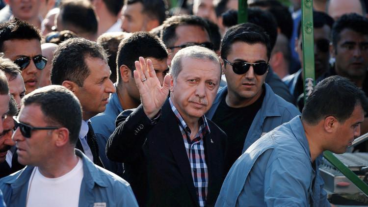 مصدر تركي: أردوغان أوقف الانقلاب بتطويق قاعدة فيها رؤوس نووية أمريكية