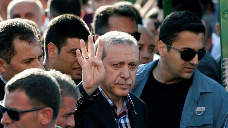 أردوغان: الطياران اللذان أسقطا القاذفة الروسية قد يكونان على صلة بتنظيم غولن