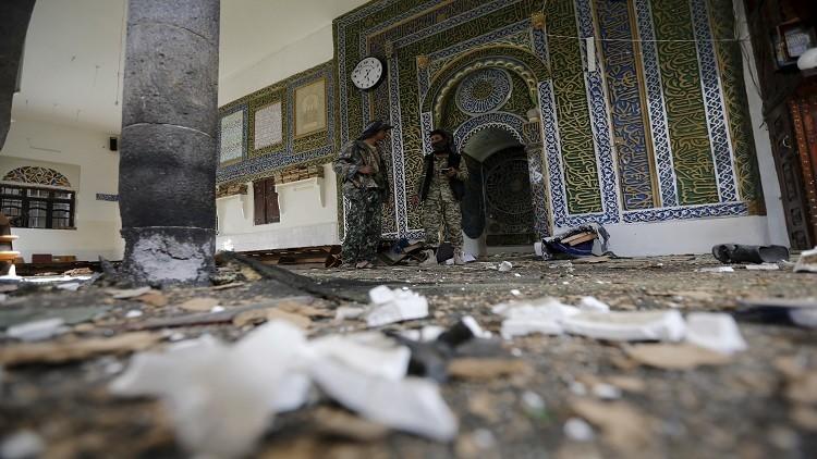 انفجار سيارة ملغومة قرب مسجد في صنعاء