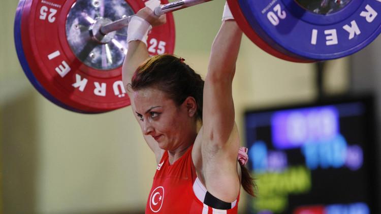 تجريد الرباعة التركية أوزكان من الميدالية الأولمبية