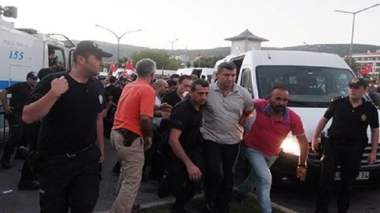توقيف أكثر من 11 ألف وحبس نحو 5 آلاف آخرين بسبب الإنقلاب التركى coobra.net