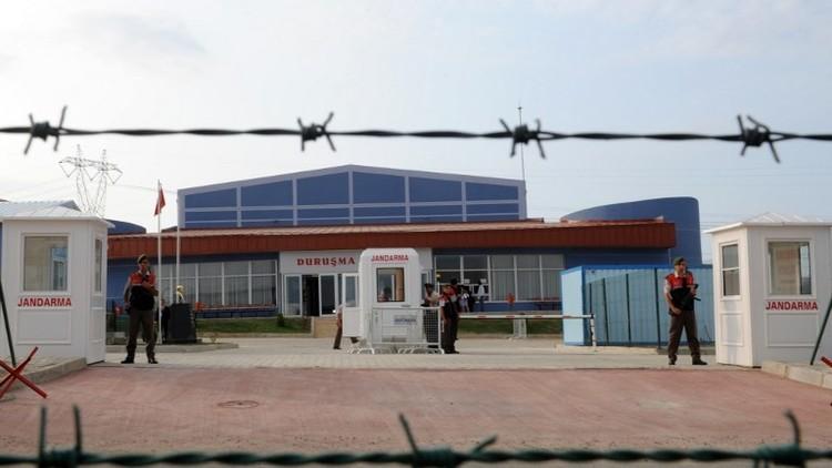 انتحار ضابط تركي شارك في الانقلاب شنقا