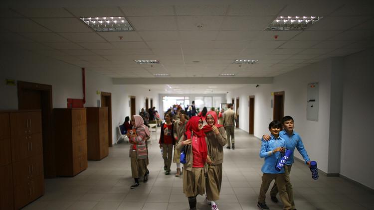 أنقرة تعتزم توظيف 20 ألف مدرس بدلا من المفصولين