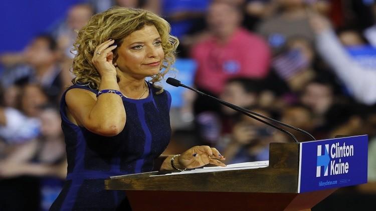 عشية إعلان ترشيح كلينتون.. فضيحة تهز الحزب الديمقراطي وتدفع رئيسته إلى الاستقالة