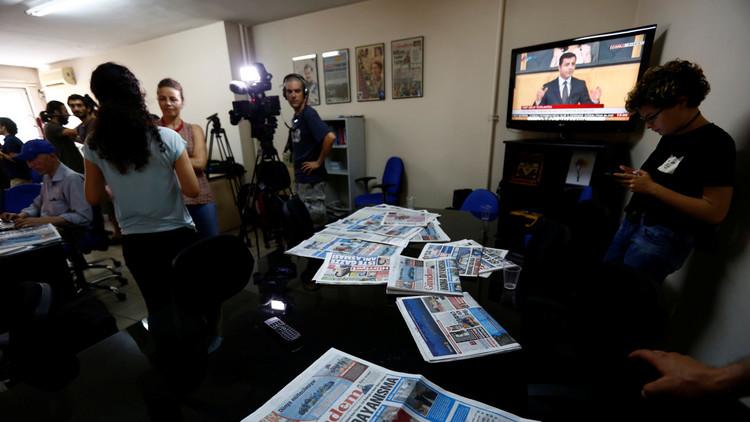 التمرد كذريعة: لماذا بدأت في تركيا حملة الاعتقالات الواسعة بين الصحافيين