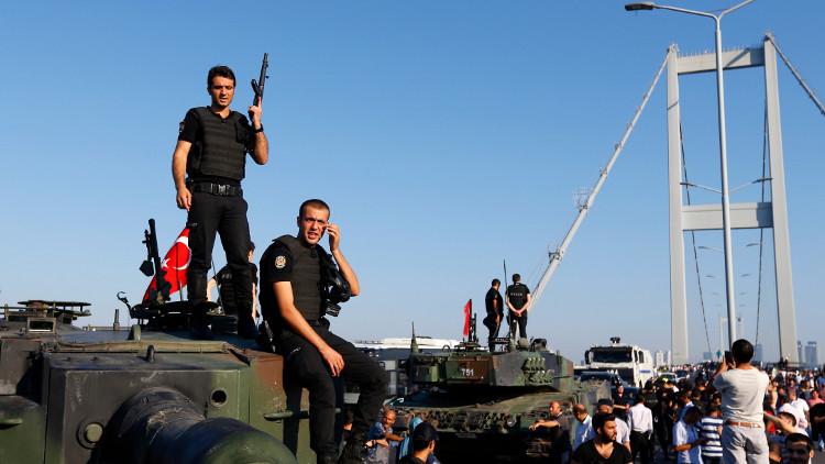 توقيف 15 ألفا في تركيا على خلفية الانقلاب الفاشل