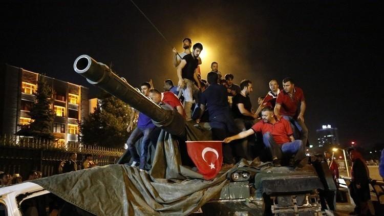 توقيف 47 صحفيا وإغلاق 90 وسيلة إعلام في تركيا