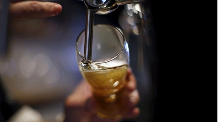 العبقرية البلجيكية تبتكر آلة تحول البول إلى بيرة