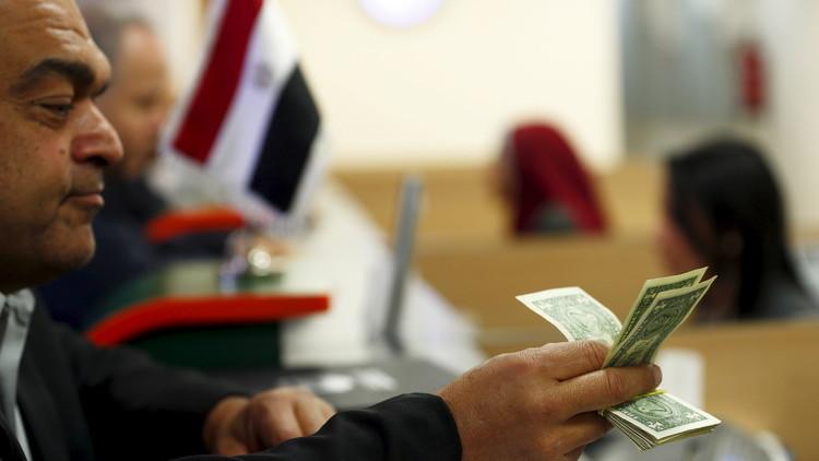 هل يتحكم الدولار الأمريكي بمصير الاقتصاد المصري؟