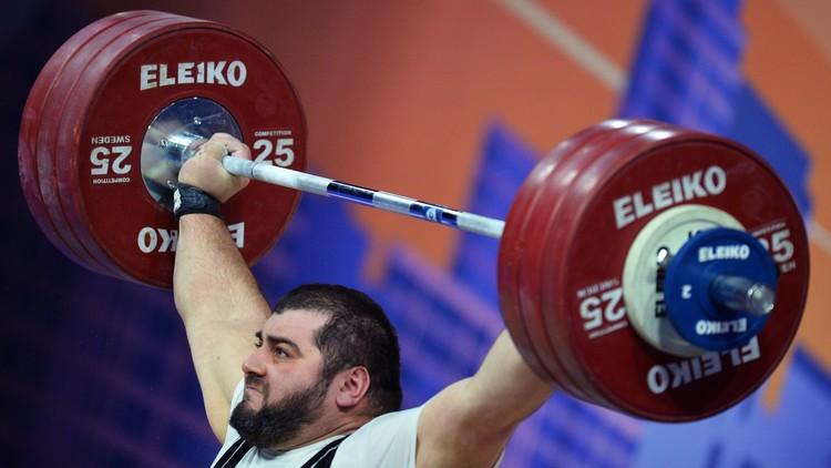 الاتحاد الدولي لرفع الأثقال يستبعد المنتخب الروسي من أولمبياد 2016