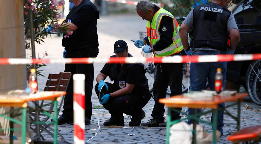 رجال الشرطة الألمانية يطوقون مكان تفجير في مدينة أنسباخ