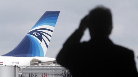 طائرة مصرية في مطار باريس