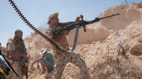 مقاتل من الجيش الليبي تابع لحكومة الوفاق الوطني بمعارك بسرت