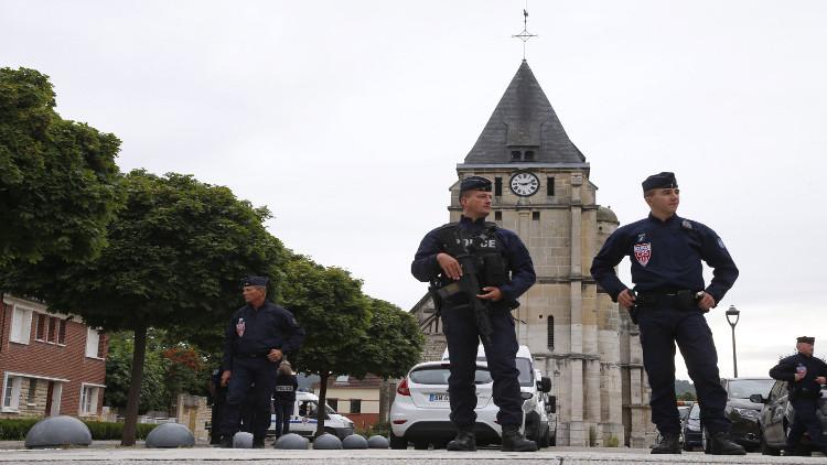باريس توجه التهمة لشخصين على صلة بقتل القس