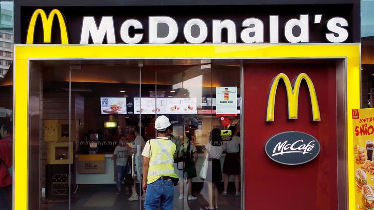مطاعم ماكدونالدز تتخلى عن عدد من المكونات الضارة في المنافسة على الزبائن