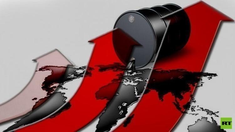 ارتفاع طفيف في أسعار النفط جراء تراجع الدولار