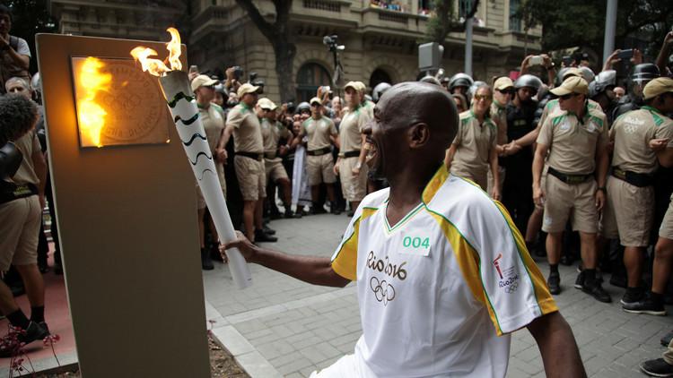 الشعلة الأولمبية تبدأ رحلة الأمتار الأخيرة في ريو