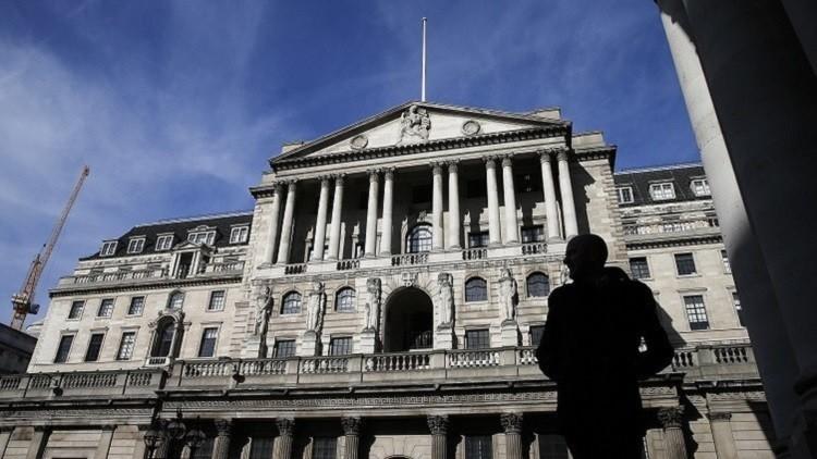 بنك إنجلترا يخفض سعر الفائدة لتقليل أضرار