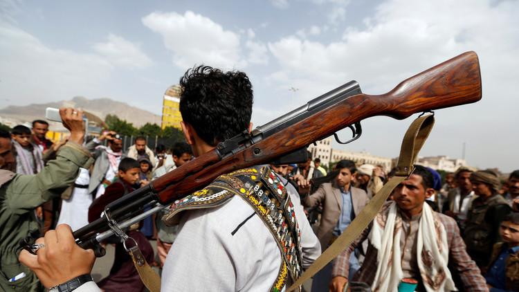 رويترز: الحوثيون استخدموا مدنيين دروعا بشرية