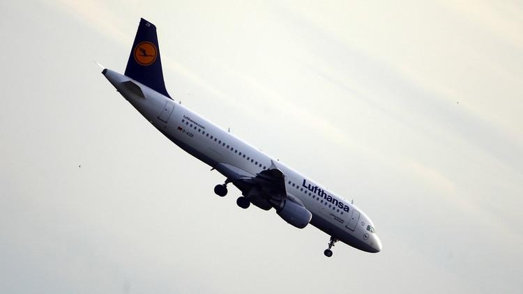 طائرة بدون طيار تعرض حياة ركاب