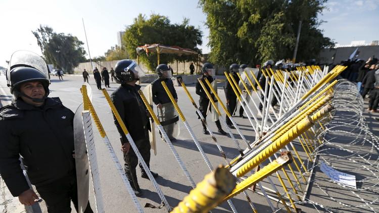 الشرطة العراقية تفرق مظاهرة بالقوة في البصرة